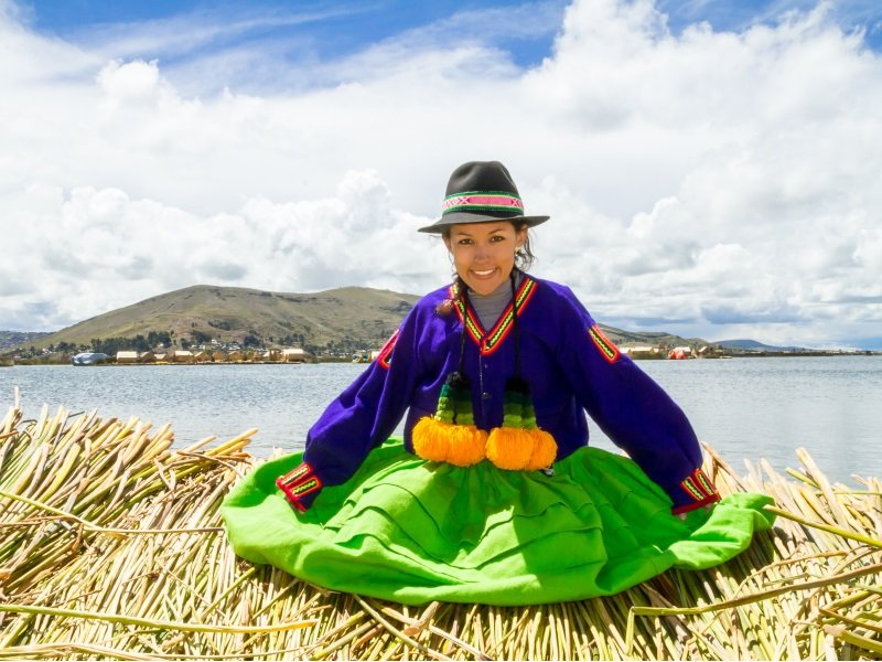 Uros island on the shore of lake Titicaca_Argentina__800x600