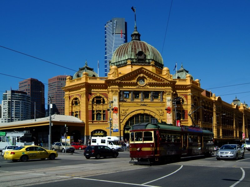 Australia_Melbourne_Flinders Street Station and City Circle Tram_800x600