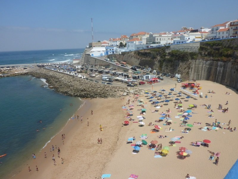 Portugal_Ericeira_fishermanBeach_800x600