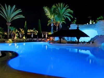 Espanja_ Almunecar_ Hotel Suite Albayzin del Mar_piscina_noche_400x300