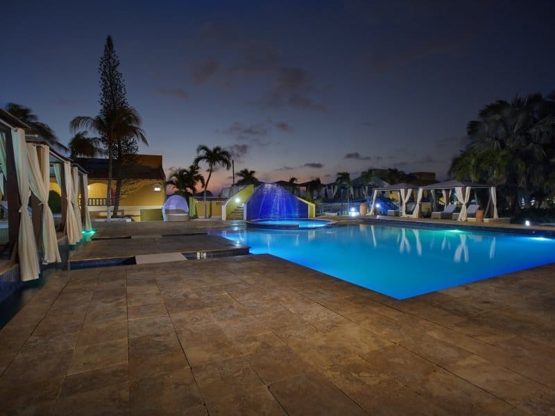 Bonaire_Divi_Flamingo_Beach_Resort_Casino_Pool_night_800x600