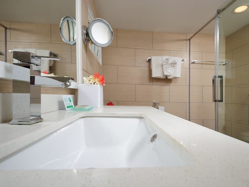 Bonaire_Divi_Flamingo_Beach_Resort_Casino_bathroom_2_800x600