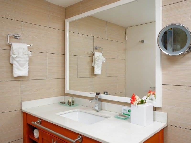Bonaire_Divi_Flamingo_Beach_Resort_Casino_bathroom_800x600