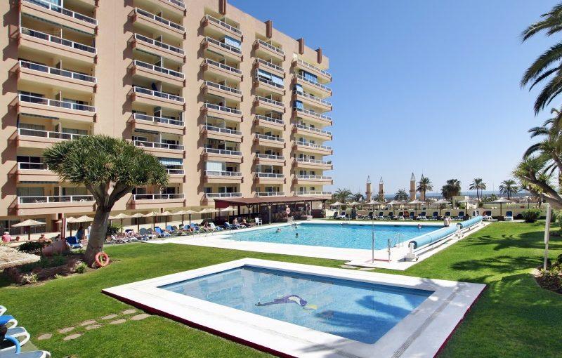 Espanja_Fuengirola_PYR_Htl_Fuengirola_poolside_800x600