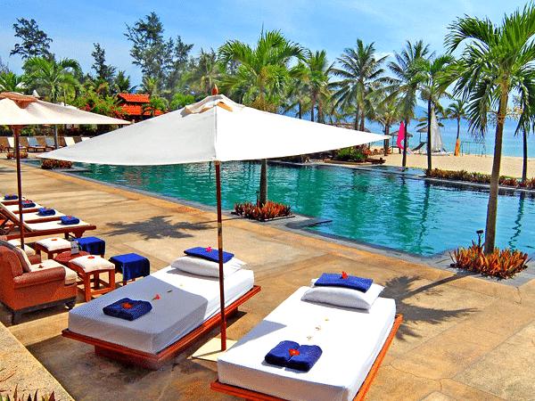 Vietnam_Furama Resort_Ocean_pool_massage