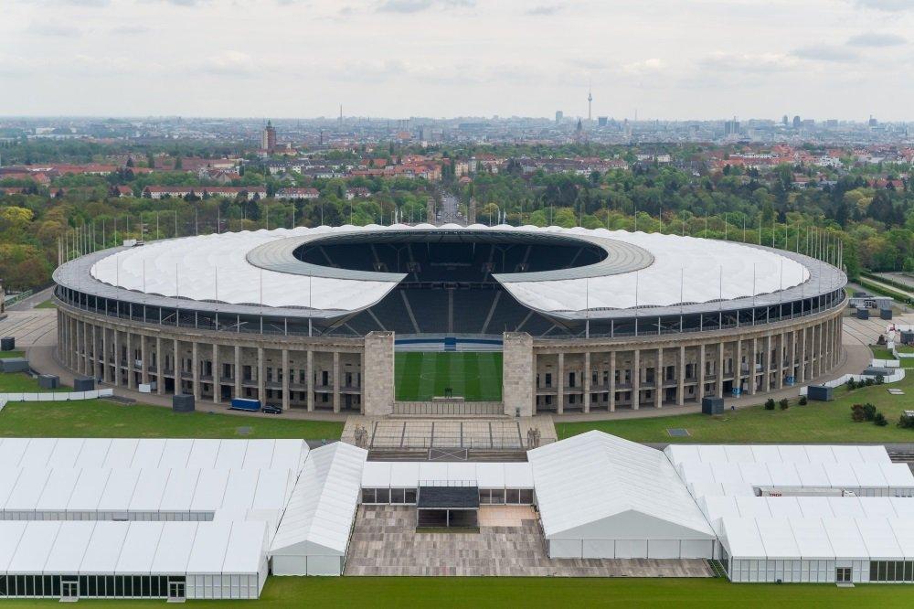 Berliini-football-architecture-1000