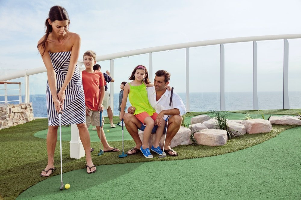 Mini golf, golf, mini-golf course, miniature golf, Latin American, spanish family, activities, health and fitness, fleetwide, onboard activities