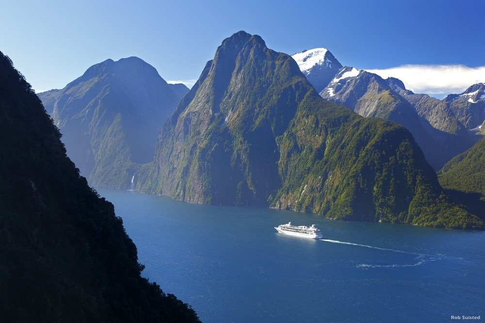 AS46-Milford-Sound-Fiordland-Rob-Suisted