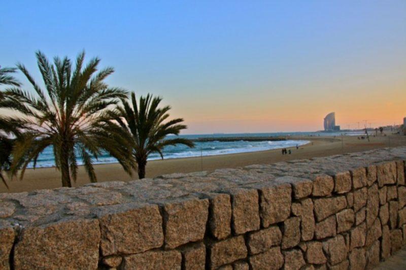 Barcelona beach-2708207_640
