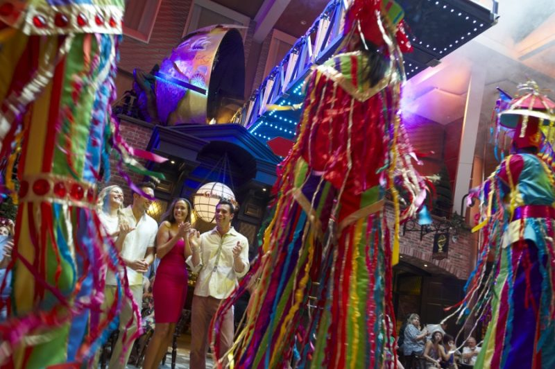 Oasis of the seas, parade, OA, AL, Allure of the Seas, Young people, entertainment