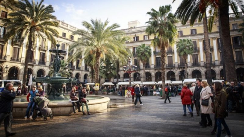 barcelona-2371946_640