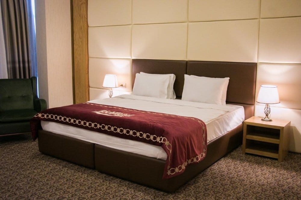 Baku-Azerbaijan-Rich hotel-huone