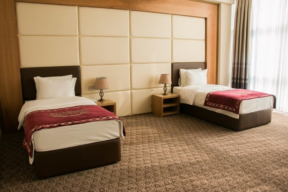 Baku-Azerbaijan-Rich hotel-huone2
