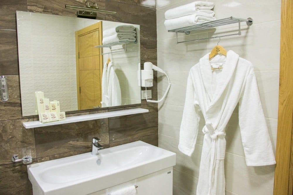 Baku-Azerbaijan-Rich hotel-kylpyhuone