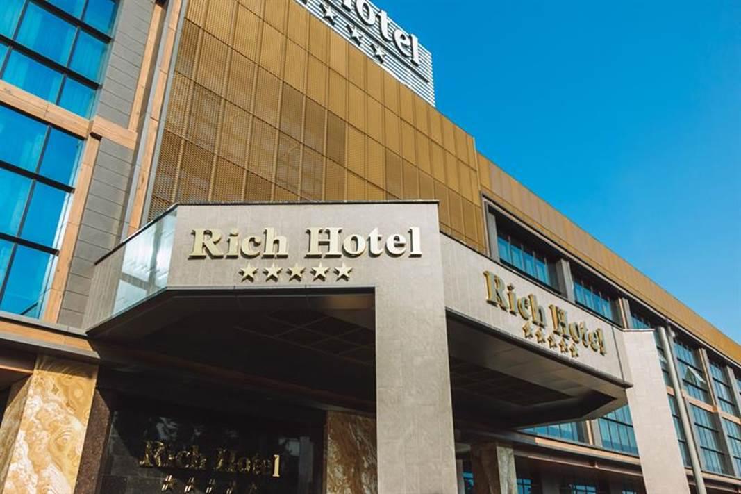 Baku-Azerbaijan-Rich hotel-ulko1