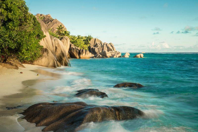 La Diguen saaren rantaviivaa