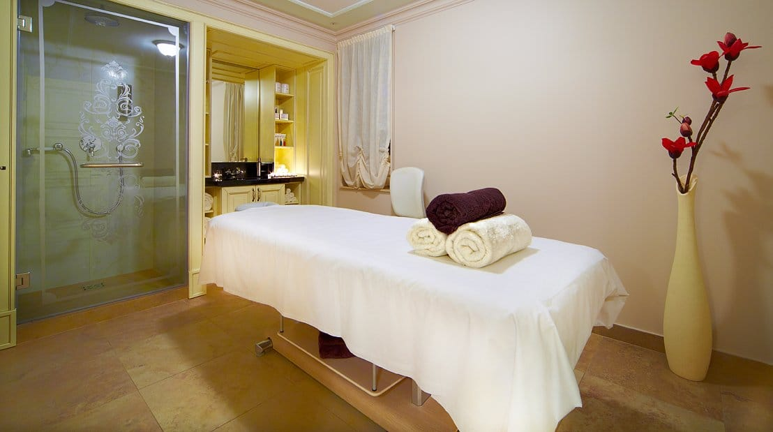 Latvia-Riika-Opera-spa-htl-spa_treatment