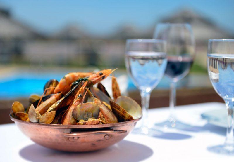 Portugal-Betuga_seafood_cataplana