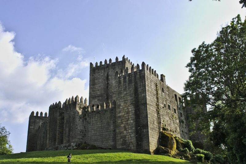 Portugal-Guimaraes-Betuga-castle-of-sao-manede-1422922_1920