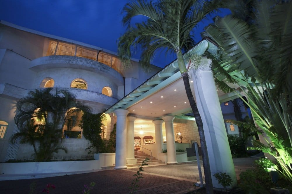 Barbados-Bougainvillea-entrance-to-lobby