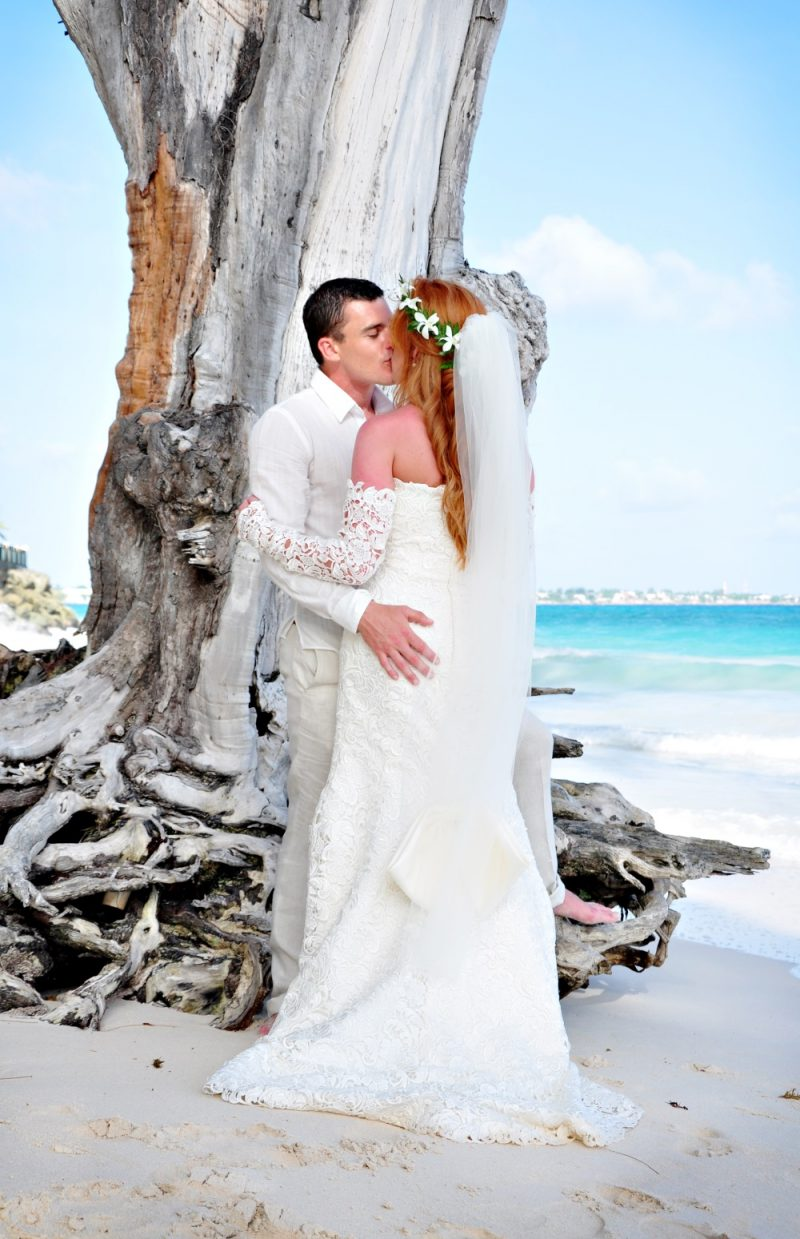 Barbados_EM_bougainvillea_wedding-couple-beach-1000