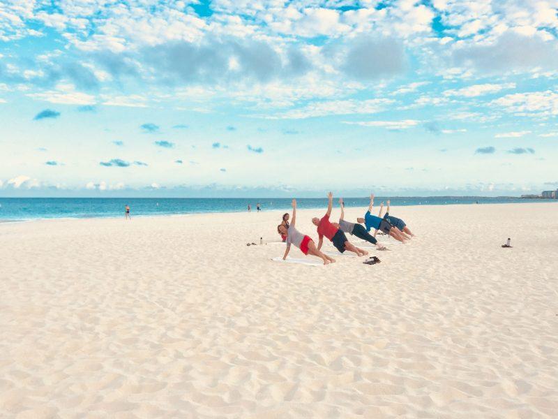 Joogaa rannalla