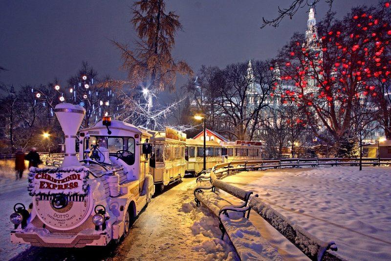 Itävalta-Wien-christmas-market-1280