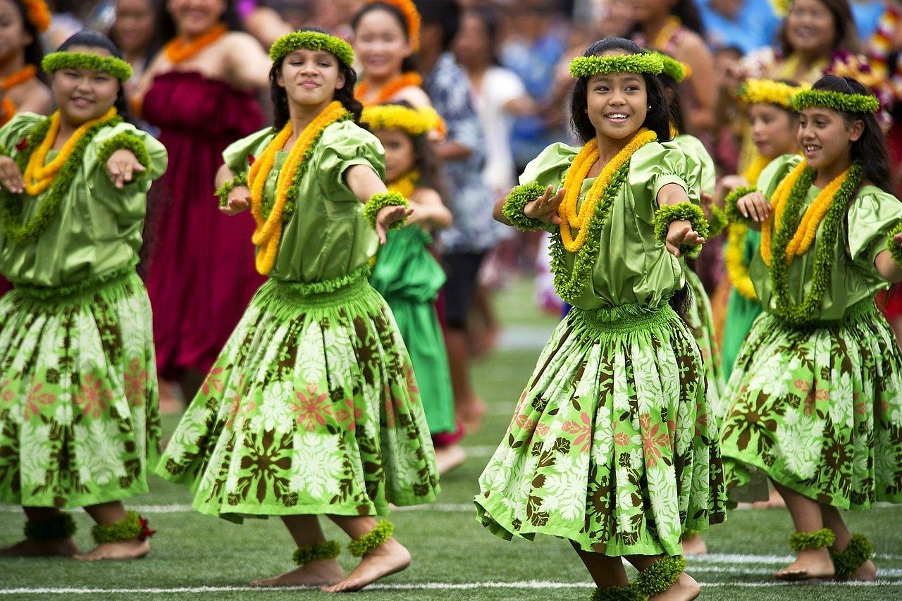 USA-hawaiian-hula-dancers-377653_1280