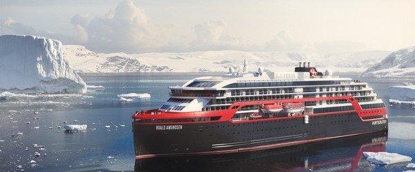 Hurtigruten_Roald_Amundsen