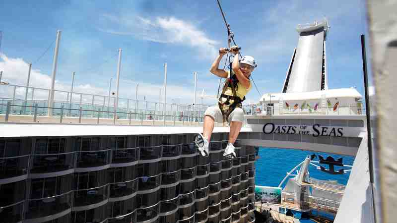Oasis_of_the_Seas_Zip-line