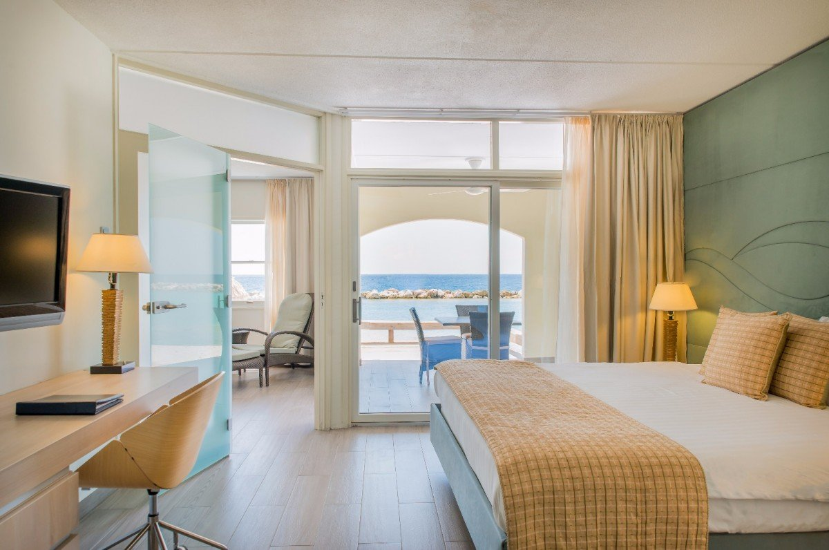 Curacao-Avila-large_la_belle_alliance_apartment_master_bedroom_59959dd3523fa