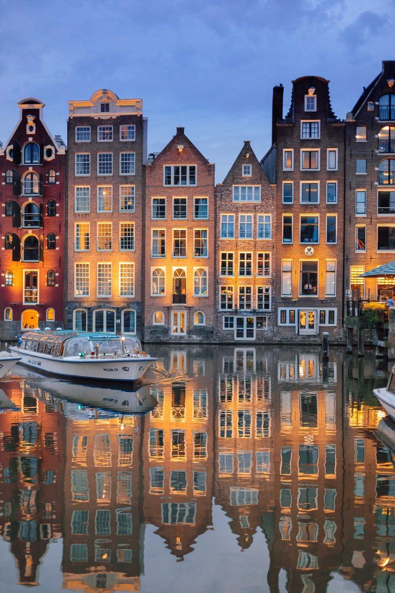 Hollanti ja Saksa jokiristeily tulppaaneja ja kanavia